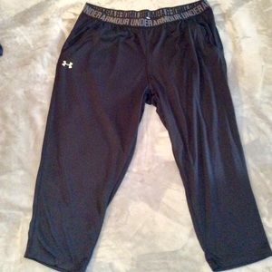 NWOT UNDER ARMOR LOOSE FIT SHORTS